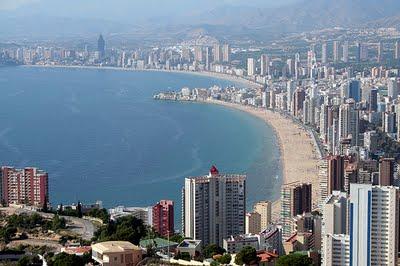 El Gobierno dará la residencia a los extranjeros que compren viviendas en España